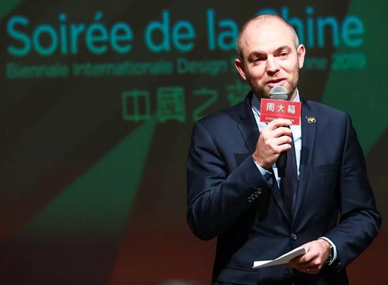 周大福亮相法国设计展,燃起中国之夜