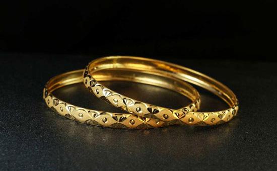 黄金普及:黄金首饰戴久了会泛白,变红是真的么?
