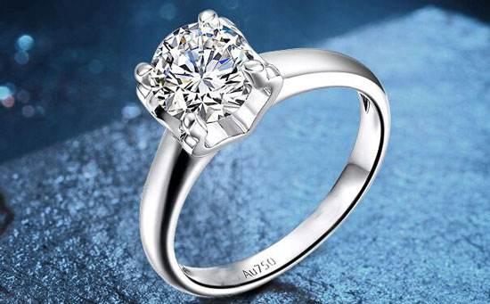 钻戒相信大多数成年人都是买过的,对于钻戒的用途,结婚交换对戒的时候很多。而一般,一克拉钻戒是很多人都喜欢的,而且这样的钻戒如果不想要了,其回收的价格也比较不错。那么现在市场中一般一克拉钻戒回收多少钱呢?  作为钻戒回收价格,其实主要是由钻石等级来决定的,钻石等级越高,回收的价格也越高。当然了,大多数人对于钻石等级不是那么清楚,但是钻石的4C相信大家还是了解的,那就是钻石的克拉量、色泽、净度、切工等。这就是最影响钻戒回收价格的四大类了。  市场中一般30分以下的钻戒都是不怎么值钱的,回收价格大多只有几百块,而一克拉钻戒回收的价格在专业钻石回收公司中可以达到几万元,当然了如果钻石其它4C比较低的话,几千块的回收价格也有可能,这就是钻石的等级问题了。  钻石在市场中的回收价值其实还没有黄金高,一克拉钻戒回收多少钱?相信您也知道了,决定钻石回收价格的还是由钻石等级决定的。如果您手上有闲置的钻石想要出售,欢迎联系会麦客服,提供免费估价服务哦!