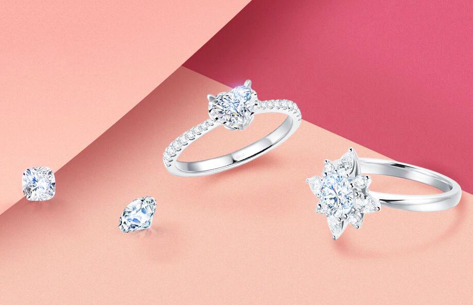 钻戒几乎是人手必备的时尚钻石珠宝,也是男女之间表达承诺的最佳信物之一,在购买钻戒之前相信大部分消费者都了解过专业的钻石4C知识,但买钻戒仅仅知道这些还是不够的,了解了以下这些鲜有人知的小细节,轻松买到满意的钻戒!  1、明显瑕疵  一般人买钻戒的目的都是佩戴,而当钻戒佩戴在手上的时候难免引起身边朋友的注意,如果这时有朋友在欣赏你的钻戒时发现肉眼可以看到很多瑕疵,那就显得太尴尬了。所以亲自去买钻戒时,一定要在拿到实物时用肉眼仔细观察一遍。虽然钻石净度决定了钻石内部瑕疵的大小及分布情况,但这是在放大镜中观察出的结果,与肉眼观察还是有一些区别的,即使是相同净度级别的钻石,在外表看来也不一样,买钻戒时尽量挑选一颗肉眼看不到瑕疵的。  2、细节工艺  买钻戒时可以自己观察一下戒指内侧镶嵌够不够精细,包裹钻石的几个爪头是否圆润自然,以及每一颗小钻镶嵌的扎不扎实,是否平整。可以将钻戒拿在手中用指肚轻轻感受,看有没有异常凸起,并用钻戒摩擦一下丝质衣物,看衣服会不会被隐藏的小毛刺刮到。通过以上检验都没有任何异常的话,说明这枚钻戒做工精细,是可以放心佩戴的。  3、钻石闪度  在网上看到有些人吐槽自己买回去之后发现钻戒不那么闪了,这种情况就是灯光在搞怪了。我们去店里购买,都有装修很亮的灯光,这些光线会让钻石看起来更闪,如果可以的话,建议大家在不是特别亮的地方仔细看下你要买的钻石究竟闪不闪,或者站在窗户边用正常的光线观察一下钻石。  以上就是所有为您整理出来的一些购买钻戒细节性注意事项,很多人都会在第一时间去关心到钻石的4C,这是大家买钻戒的重点,但是以上这些小细节也需要特别注意,可不能忽略它们哦~如果不注意这些,很可能会买到视觉效果不好,钻石价值不高的钻石哦!