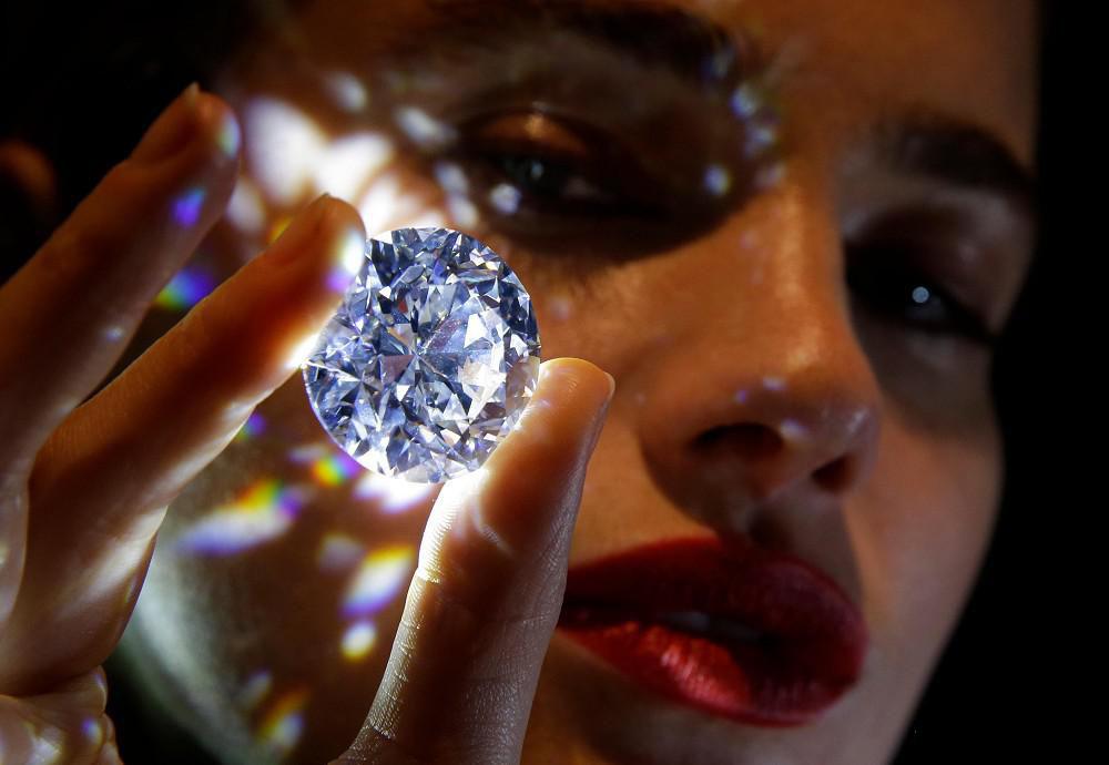 什么形状的钻石火彩好?